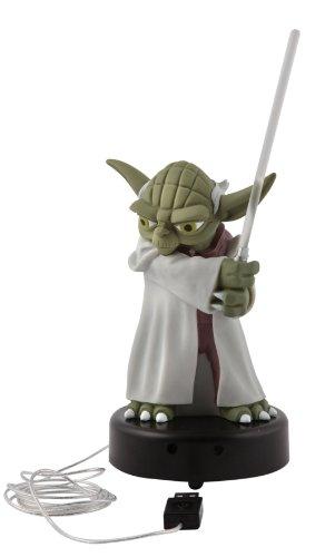 Star Wars – JOY TOY 21398 Yoda Plastikfigur mit Lichtschwert – wenn sich jemand dem Bildschirm nähert, spricht Yoda und das Schwert leuchtet auf – aufladbar mittels USB-Anschluß 14 cm